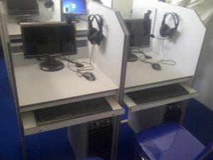 Meja Lab Bahasa Multimedia dengan Cpu